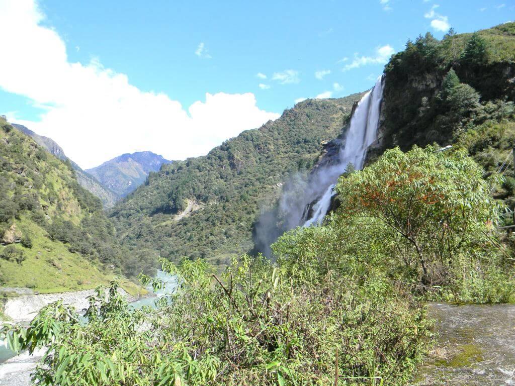 Jong falls